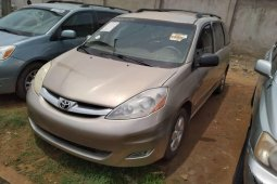Foreign Used 2006 Gold Toyota Sienna for sale in Lagos