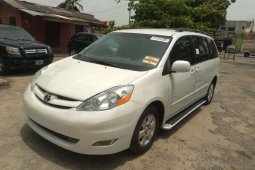 Tokunbo Toyota Sienna 2006 Model for sale