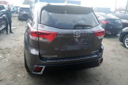 Foreign Used 2018 Grey Toyota Highlander for sale in Lagos.