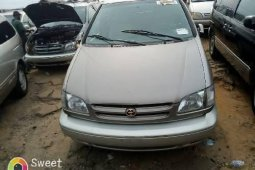 Foreign Used 2000 Grey Toyota Sienna for sale in Lagos.
