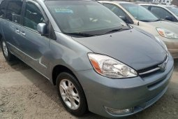 Foreign Used 2005 Blue Toyota Sienna for sale in Lagos.