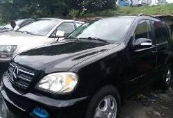 Foreign Used 2005 Black Mercedes-Benz ML350 for sale in Lagos.