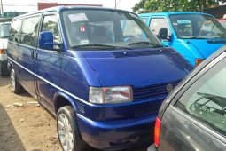 Foreign Used 2000 Dark Blue Volkswagen Transporter for sale in Lagos.