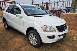 Foreign Used 2006 White Mercedes-Benz ML350 for sale in Lagos