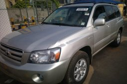 Foreign Used 2006 Silver Toyota Highlander for sale in Lagos.