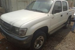 Nigeria Used Toyota Hilux 2004 Model White