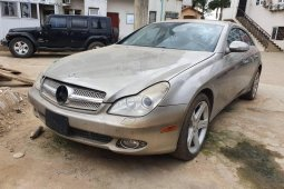 Locally Used 2006 Grey Mercedes-Benz CLS for sale in Lagos.