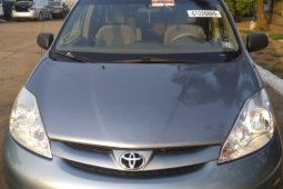 Foreign Used 2006 Blue Toyota Sienna for sale in Lagos.