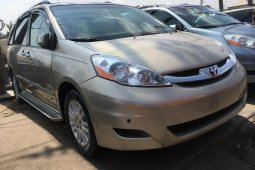 Foreign Used Toyota Sienna 2007 Model Silver