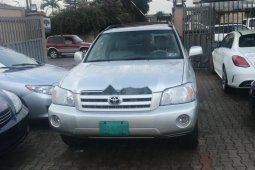 Locally Used 2005 Silver Toyota Highlander for sale in Lagos.
