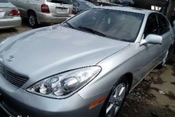 Foreign Used 2005 Silver Lexus ES for sale in Lagos.