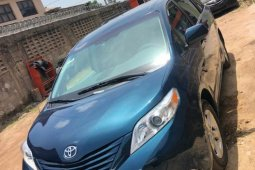Foreign Used Toyota Sienna 2010 Model Blue