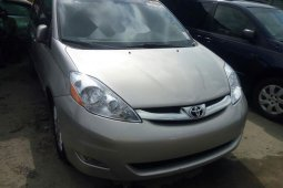 Accident free Tokunbo 2008 Toyota Sienna for sale