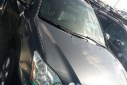 Clean Foreign Used 2005 Grey Lexus RX for sale in Lagos.
