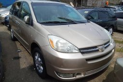 Foreign Used Toyota Sienna 2005 Model Gold