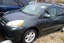 Foreign Used Toyota Sienna 2005 Model Green