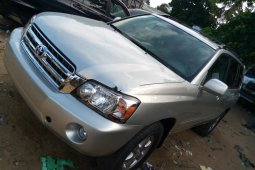 Sharp and neat Naija Used Toyota Highlander, 2005 model, for sale