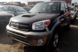 Foreign Used 2005 Black Toyota RAV4 for sale in Lagos.