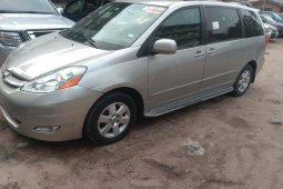 Naija Used Toyota Sienna 2006 at ₦2,650,000 for sale