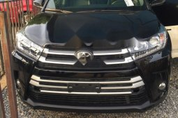 Foreign Used 2018 Black Toyota Highlander for sale in Abuja.