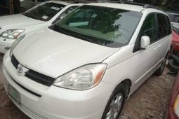 Nigeria Used Toyota Sienna 2004 Model White