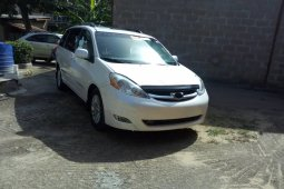 Tokunbo 2008 Toyota Sienna XLE Limited Full Option