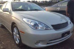 Foreign Used 2006 Yellow Lexus ES for sale in Lagos.