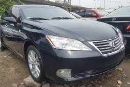 Foreign Used 2010 Blue Lexus ES for sale in Lagos.