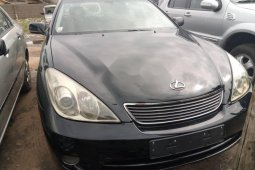 Foreign Used 2004 Black Lexus ES for sale in Lagos.