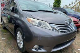 Foreign Used Toyota Sienna 2011 Model Gray