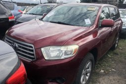 Foreign Used 2008 Maroon Toyota Highlander for sale in Lagos.