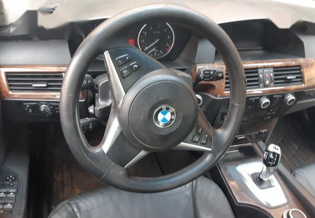 Certified white 2010 BMW 530i automatic in good condition-2