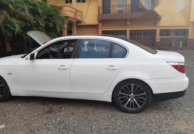 Certified white 2010 BMW 530i automatic in good condition-6