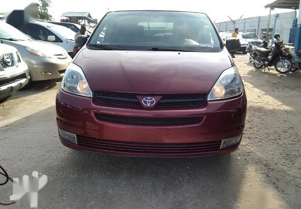 Neat Foreign used Toyota Sienna 2005 CE Red-2