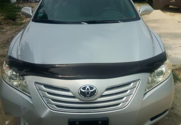 Neat Foreign used Toyota Camry 3.5 XLE 2008 Silver-1