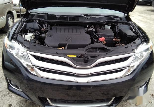 Very Clean Foreign used  Toyota Venza 2013 LE AWD V6 Black-2