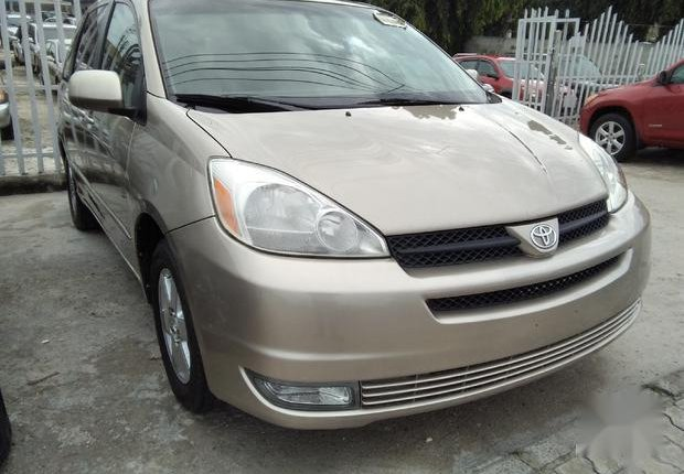 Very Clean Foreign used Toyota Sienna 2005 XLE Limited Gold-0