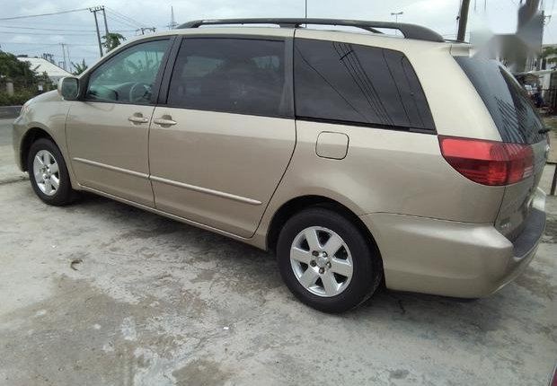Very Clean Foreign used Toyota Sienna 2005 XLE Limited Gold-4