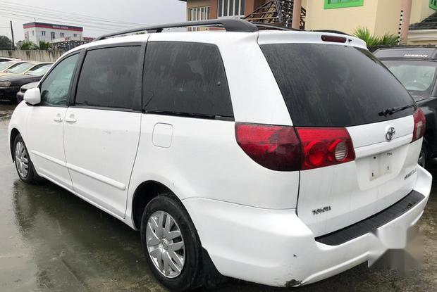 Super Clean Foreign used Toyota Sienna 2006 White-1