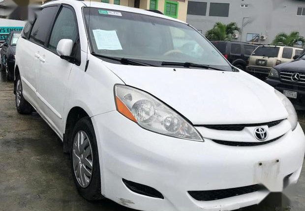 Super Clean Foreign used Toyota Sienna 2006 White-0