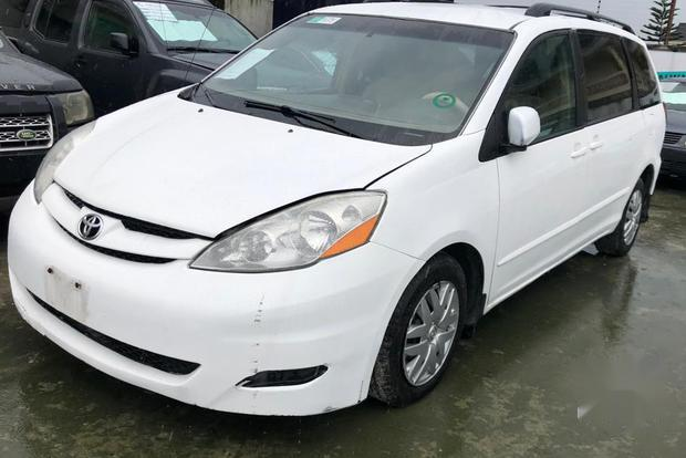 Super Clean Foreign used Toyota Sienna 2006 White-2