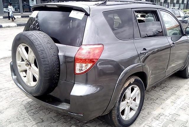 Clean Nigerian Used  Toyota RAV4 2006-9