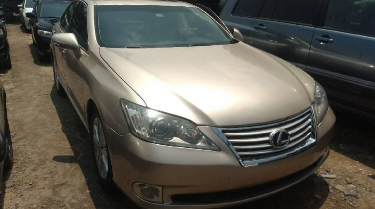 Very Clean Foreign used Lexus ES 2010-1
