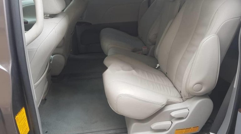 Foreign Used Toyota Sienna 2012-5