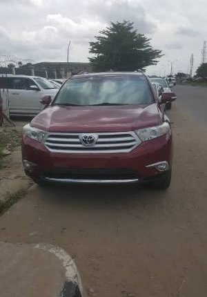 Neat Foreign used Toyota Highlander 2012 -0
