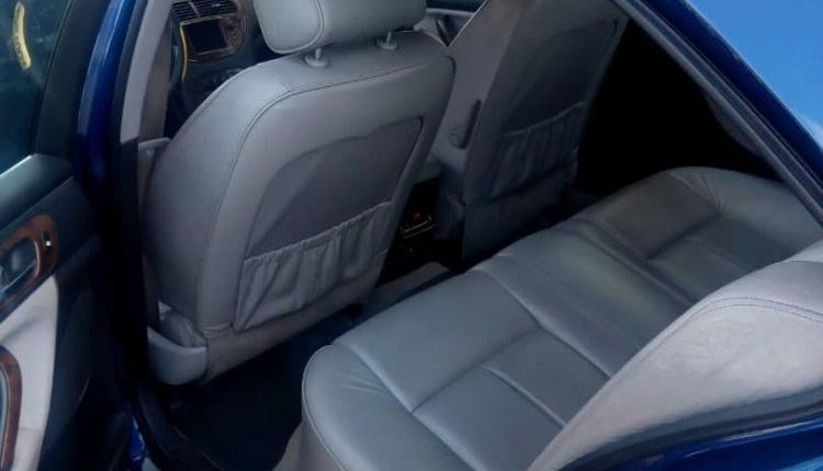 Well Maintained Nigerian used Peugeot 607 2011-5