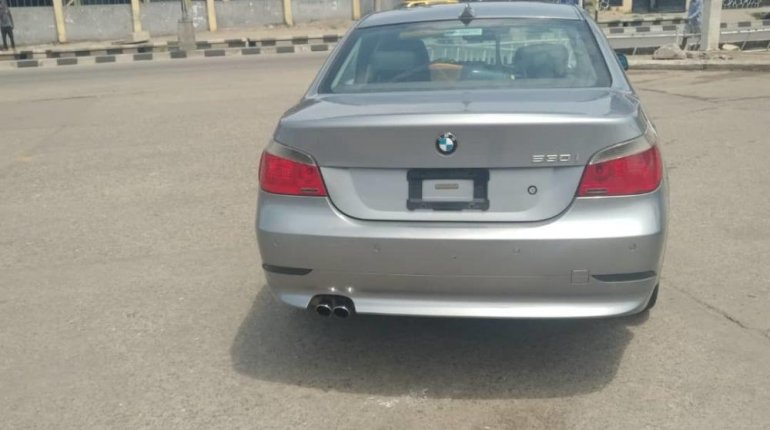 Neat Nigerian Used BMW 530i 2005 Grey/Silver-5