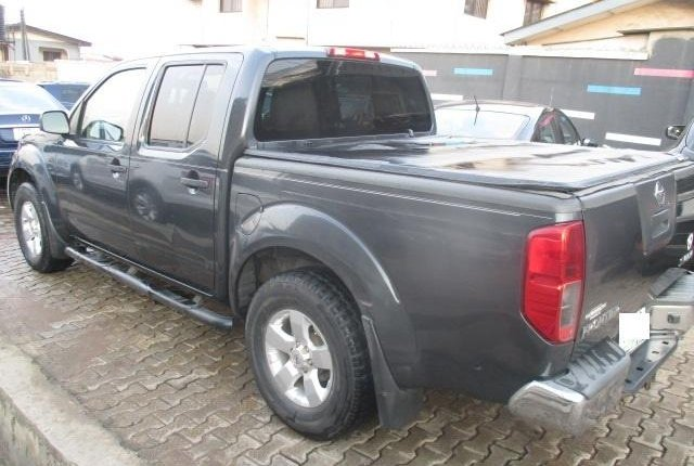 Clean Nigerian Used Nissan Frontier 2012 Grey/Silver-5