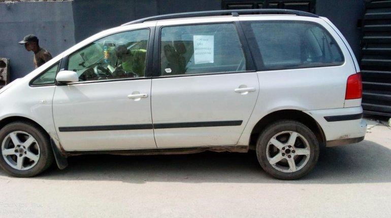 Neat Nigerian used 2002 Volkswagen Sharan-1