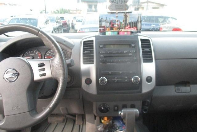 Clean Nigerian Used Nissan Frontier 2012 Grey/Silver-4